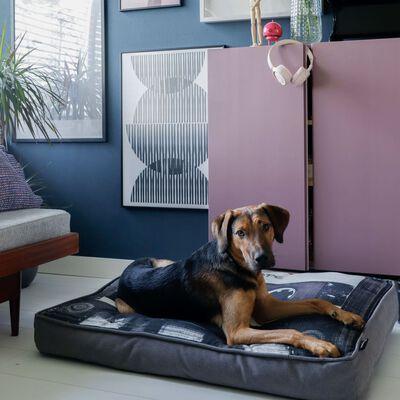 DISTRICT70 Almohada para perros MIXTAPE negra